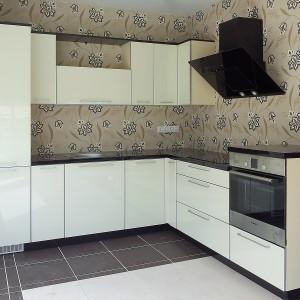 Iebūvējamā virtuve 119. dzīvokļu sērijā, baltā krāsā