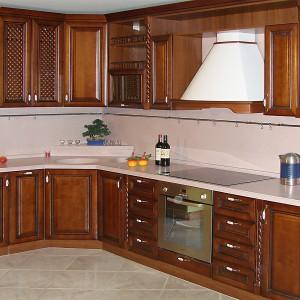 Iebūvējamā virtuve klasiskajā stilā
