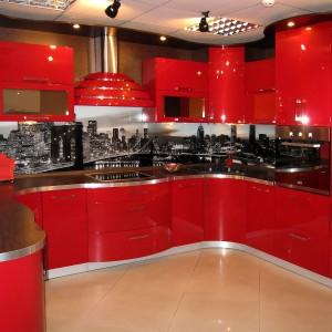 Koši sarkana iebūvējamā virtuve