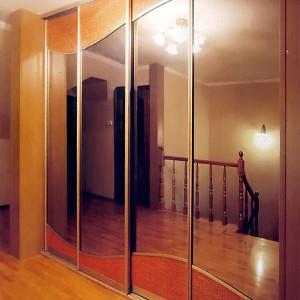 Комбинация гофрированного материала: ротанг и зеркало