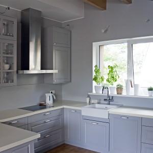 Balta iebūvējamā virtuve