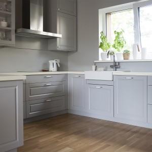 Balta iebūvēta virtuve