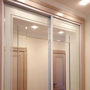 Iebūvējamie skapji ar inkrustētu spoguli