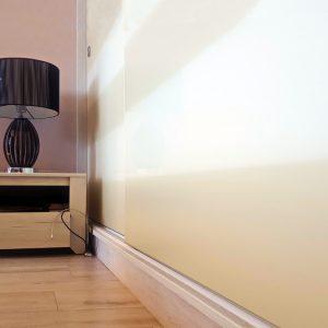 Дизайн шкафа соответствует установленной мебели.