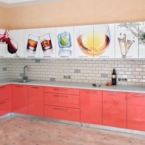 Iebūvejamā virtuve ar foto apdruku uz fasādēm