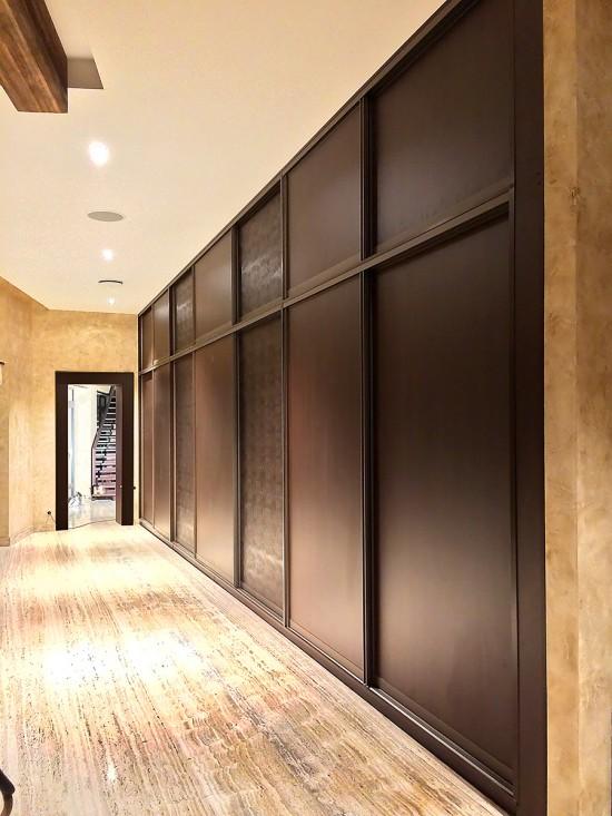 Iebūvējamā skapja bīdāmās durvis, skapja garums vairāk par 4 m