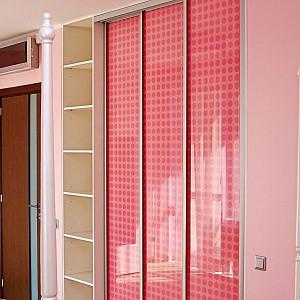 Rozā Iebūvējamie skapji ar bīdāmām durvīm