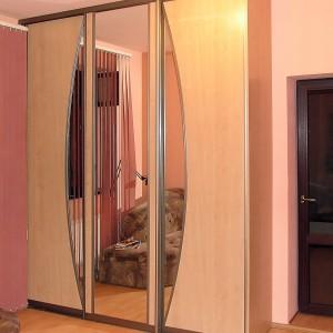 Iebūvējamie skapji ar bīdāmām durvīm