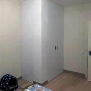 Iebūvētie skapji ar durvju sistēmā bez profila