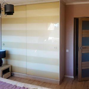 Шкаф в интерьере спальни